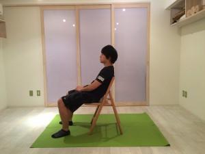 悪い椅子の座り方