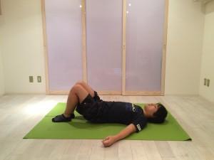 腰痛ストレッチ腰1
