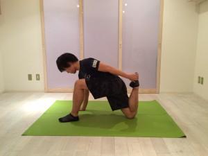 腰痛ストレッチ大腿直筋1