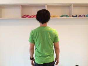 肩こり解消の為の僧帽筋のトレーニングのスタートポジション。