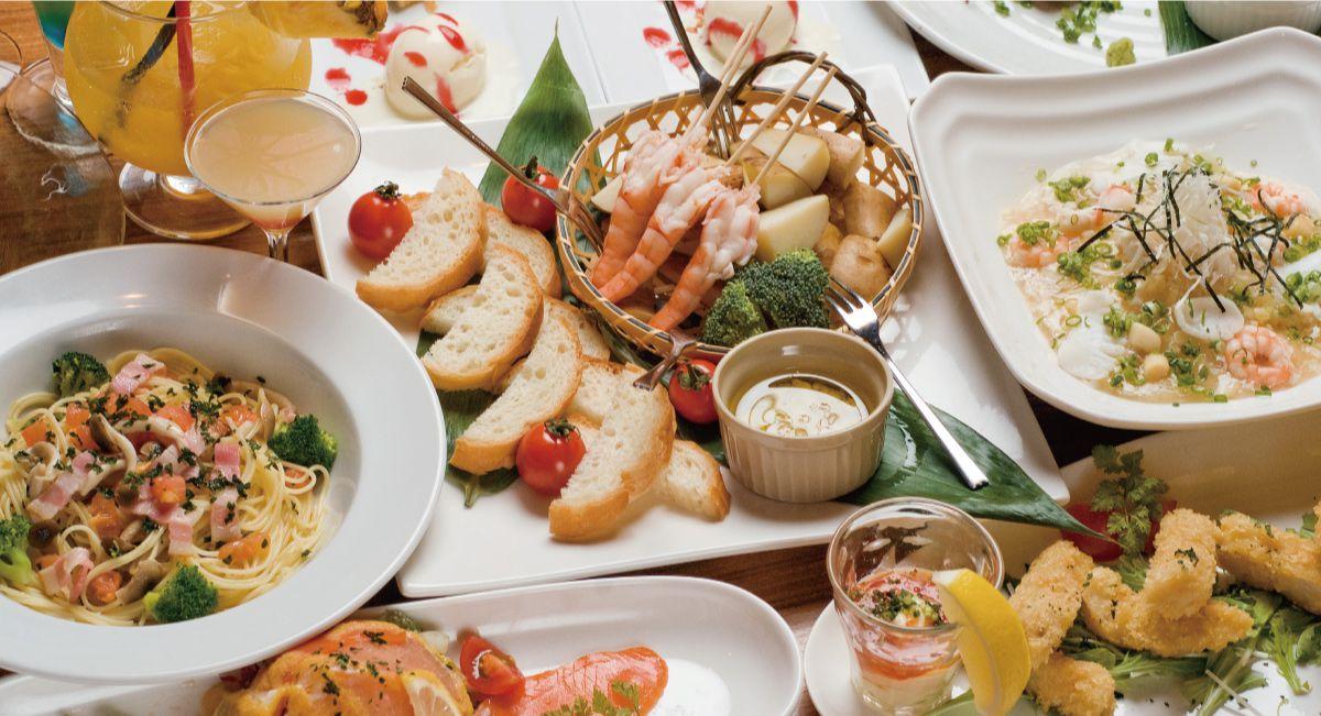 豊富な夕食の画像