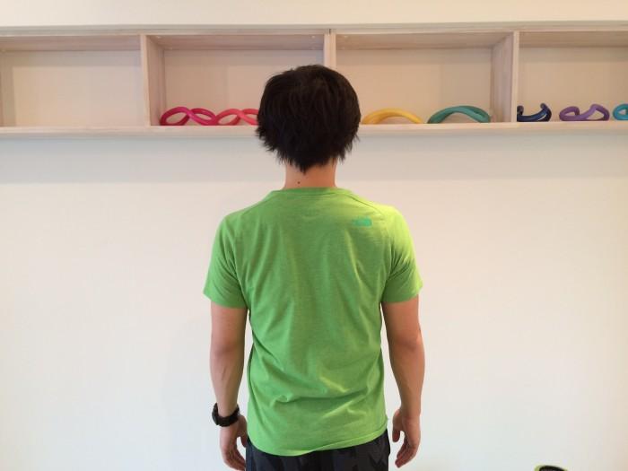 肩こり解消の為の僧帽筋のトレーニングのスタートポジション